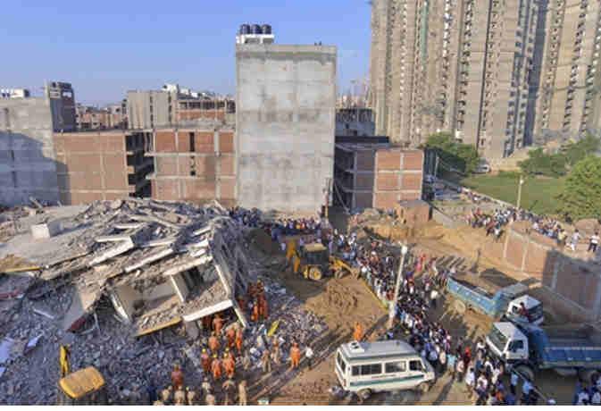 बिल्डिंग हादसा :  नोएडा अथॉरिटी और पुलिस को अवैध निर्माण का था पता