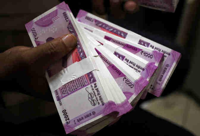 2000 रुपये के नोट इकट्ठा करके रखे हैं तो एक बार जरूर पढ़ लें ये खबर