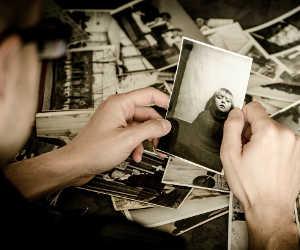 पुरानी फैमिली फोटो को ऐसे बनाएं खूबसूरत और जानदार, वो भी इतनी आसानी से
