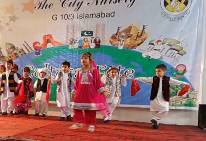 पाक में स्कूलों में डांस हुआ बैन तो दुनिया के इन देशों में समोसे से लेकर चुइंगम है बैन
