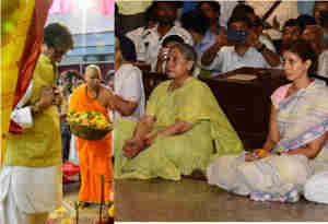 तस्वीरें : बच्चन परिवार ने पंडाल में की दुर्गाष्टमी की पूजा भक्ति भाव में डूबे नजर आए बिग बी