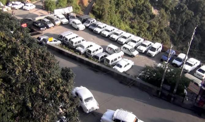 मसूरी में पार्किंग बनाने में हुआ गड़बड़झाला! पीक सीजन में अब कहां पार्क करेंगे कार?