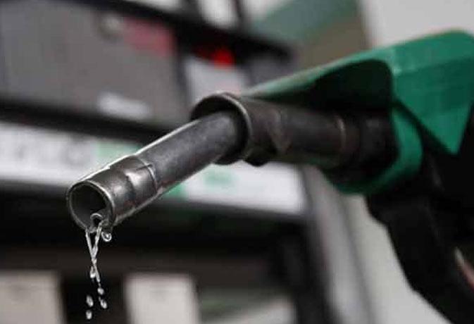 अब पेट्रोल पर 1 रुपये 60 पैसे और डीजल पर 40 पैसे बढ़ी एक्साइज ड्यूटी