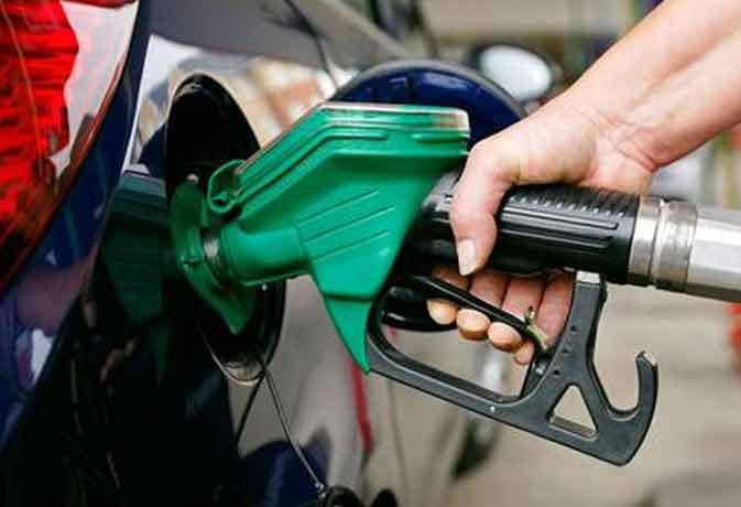 फेस्िटवल पर वाहन चालकों को झटका, पेट्रोल 3.07 व  डीजल 1.90 रुपये महंगा
