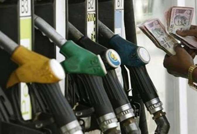 फिर बढ़े पेट्रोल-डीजल के दाम, रात से लागू हो गईं नई कीमते
