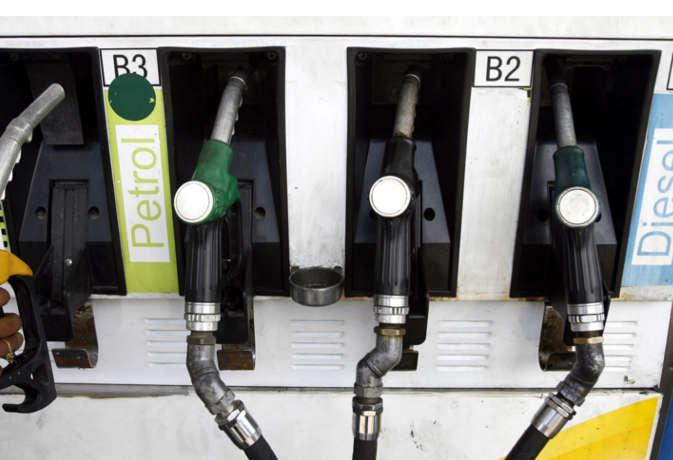 लगातार 13वें दिन सस्ता हुआ पेट्रोल-डीजल, 16 दिन में 3.80 रुपये बढ़ी थी कीमत