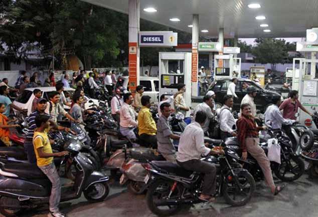कहां है अच्छे दिन, रेल के बाद अब पेट्रोल-डीजल के बढ़े दाम
