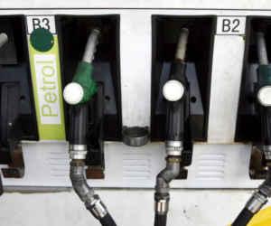 यूपी में 5 रुपये सस्ता हुआ पेट्रोल-डीजल, केंद्र सरकार के बाद सीएम योगी ने की कीमत में कटौती