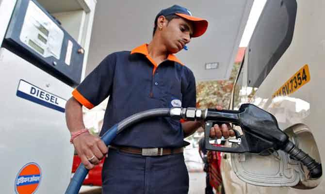पेट्रोल पंप पर ग्राहकों को चूना लगाना होगा बंद, ये है नया दमदार तरीका