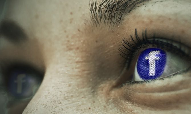 FB अकाउंट्स पर लोग डाल रहे लेटेस्ट पायरेटेड मूवीज और फेसबुक बेचारा उन्हें रोक भी नहीं पा रहा!
