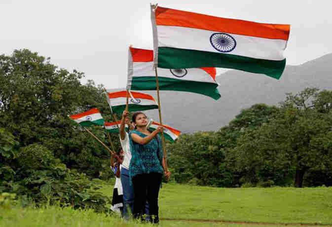 गणतंत्र दिवस पर न करें इस चीज से बने झंडे का इस्तेमाल, वरना हो सकती है जेल