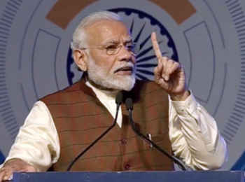 PM Modi in Varanasi: पीएम मोदी ने काशी महाकाल एक्सप्रेस को दिखाई हरी झंडी