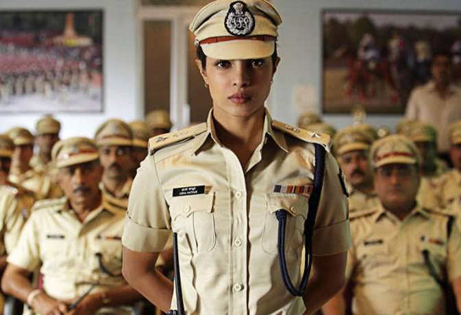 पहली बार 'पुलिसवाले' बनेंगे रणवीर, हीरो नहीं इन 5 हसीनाओं ने भी निभाया वर्दी वाला किरदार