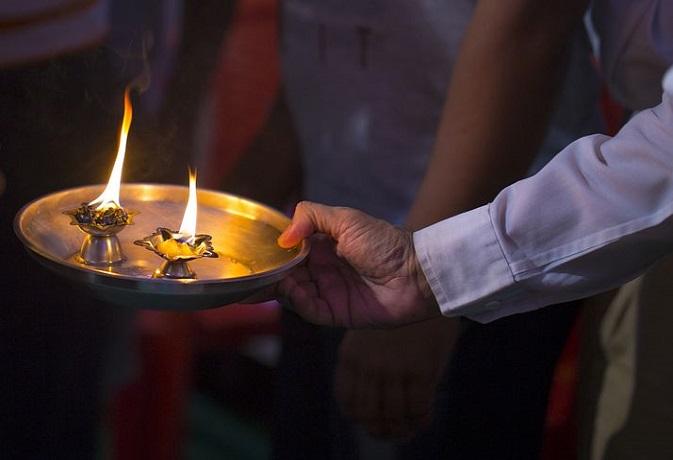 पूजा के दौरान आप भी तो नहीं करते हैं ये 5 गलतियां,बनेंगे पाप के भागी