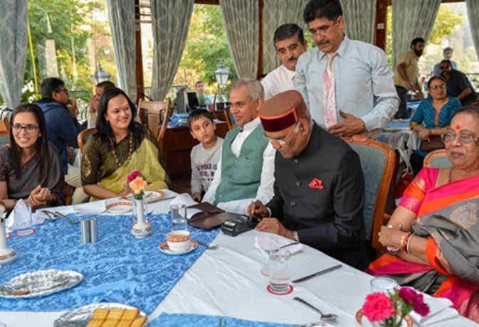 शिमला गए राष्ट्रपति ने  रेस्तरां में परिवार संग पी चाय,  क्रेडिट कार्ड से किया बिल का भुगतान