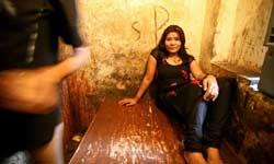 यहां पर वेश्यावृत्ति है पारवारिक पेशा, मां के बाद बेटी को करना पड़ता है जिस्म का धंधा