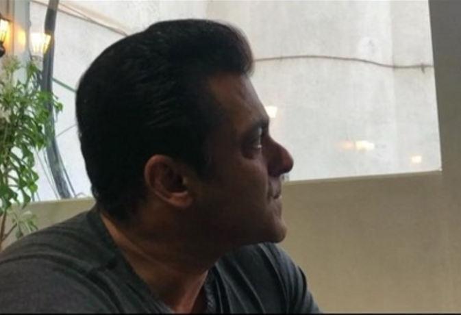पिता ने कही ये इमोशनल बात, तो 'रेस 3' स्टार सलमान खान की आंखो में आ गए आंसू