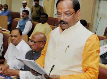 सरयू राय से रघुवर दास 10 हजार से अधिक वोटों से पीछे