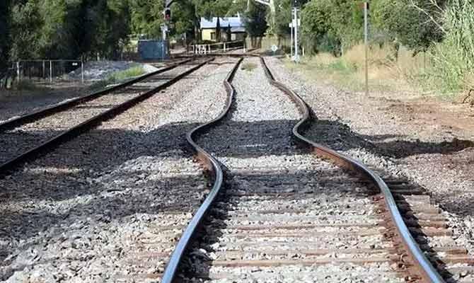 अब रिटायर्ड कर्मचारियों की मदद से रेलवे करेगा ट्रैक की सुरक्षा