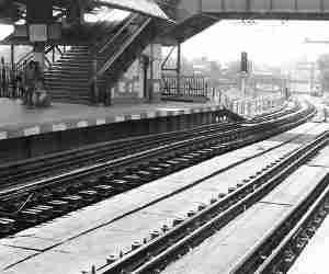 अब रेलवे प्लेटफार्म पर बजेगा बैंड, कटेगा बर्थडे केक, क्या आप तैयार हैं?
