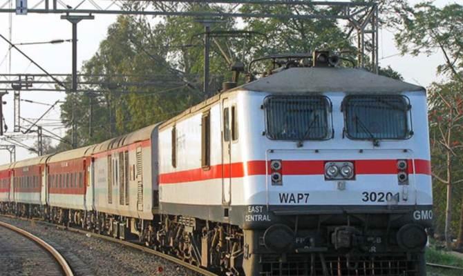 वाह! श्रद्धालुओं को टिकट बेच कर रेलवे को हुआ 2,36,500 लाख का फायदा
