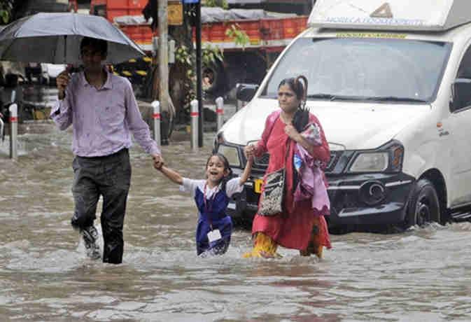 मानसून से मुंबर्इ बेहाल,  अगले 48 घंटों में उत्तर-पश्चिम भारत में तेज बारिश की संभावना
