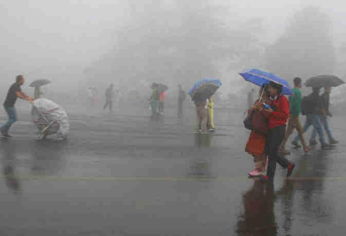 उत्तर पूर्व आैर मध्य भारत के कुछ इलाकों में भारी बारिश, मौसम विभाग ने जारी किया अलर्ट