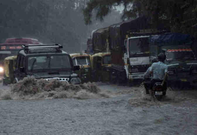 बारिश का कहर :  यूपी में भारी बारिश की वजह से अब तक 30 लोगों की मौत