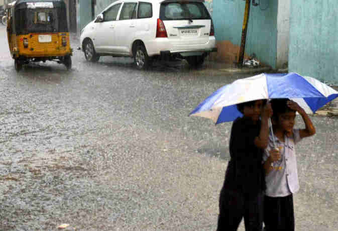 आज उत्तर भारत के इन इलाकों में भारी बारिश के आसार,  जानें अगले 24 घंटे तक के मौसम का हाल