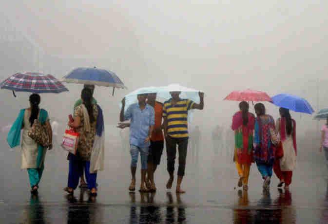 तेज हवाआें संग आज यहां भारी बारिश के आसार,  उत्तर भारत के इन राज्यों में नहीं है राहत