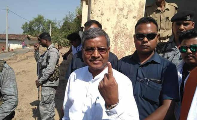 झारखंड में शाम छह बजे तक 64.19 प्रतिशत हुआ मतदान,धोनी समेत कई दिग्गजों ने डाला वोट