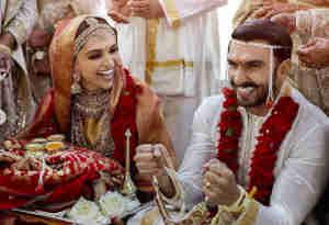तस्वीरें : रणवीर ने दीपिका को पहनाई इतने करोड़ की अंगूठी, ससुर के दी फिल्मी अंदाज में बधाई