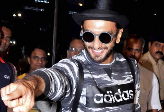 रणवीर सिंह ने दीपिका को छोड़ ये किसे 'आई लव यू' कह डाला, जोया अख्तर ने 'गली बॉय' की शूटिंग खत्म होने का किया खुलासा