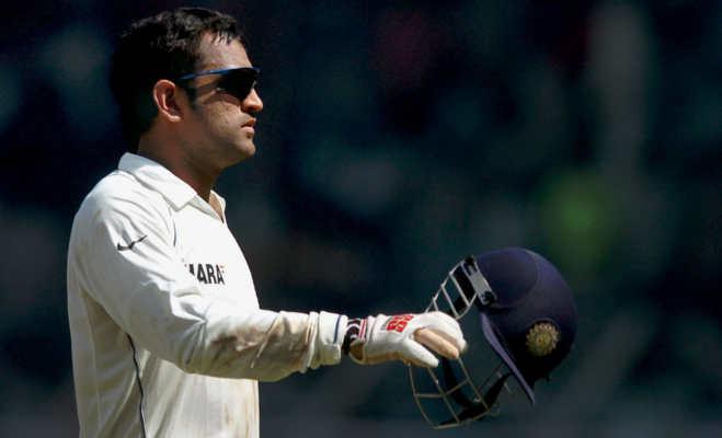 धोनी नहीं लेंगे संन्यास,कोच रवि शास्त्री ने बताई अंपायर से गेंद लेने की असल वजह
