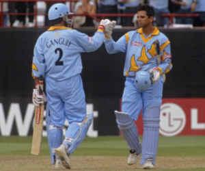 45 आेवर तक नहीं कर पाया कोर्इ आउट, आज ही के दिन गांगुली-द्रविड़ ने वनडे में की थी 318 रन की साझेदारी