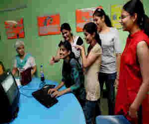 दिल्ली यूनिवर्सिटी ने जारी की पहली कट ऑफ लिस्ट,  हार्इएस्ट स्कोर में दिखी गिरावट