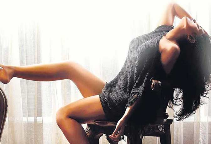 'कैबरे' का बोल्ड टीजर रिलीज, कामुक अंदाज में रिचा चड्ढा के साथ होंगे श्रीसंत