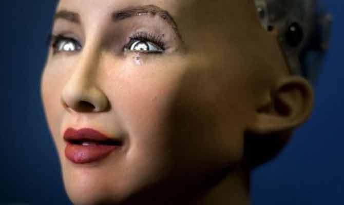 इस खूबसूरत रोबोट को मिल गई है सऊदी अरब की नागरिकता, खुद सुनिए कि वह इंसानों के साथ क्या कर सकती है!