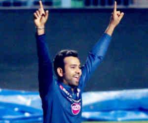 वेस्टइंडीज के गेंदबाजों की धुनाई करने वाले रोहित शर्मा ले चुके हैं आईपीएल मैच में हैट्रिक
