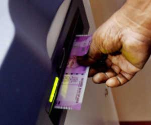 बैंकों व एटीएम से दो हजार रुपए के नोट हो गए लापता