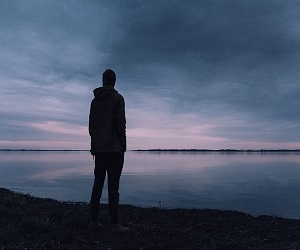 अकेलेपन को कैसे दूर करें? क्या है स्वयं में रहने का आनन्द? जानें श्री श्री रविशंकर से