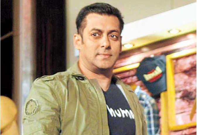सलमान खान के 'ससुर' बन चुके महेश मांजरेकर की बेटी अब करेगी फिल्म 'दबंग 3' से बॉलीवुड में एंट्री