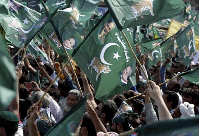 पाकिस्तान : पुलिस के साथ भिड़े नवाज शरीफ के समर्थक, 50 घायल