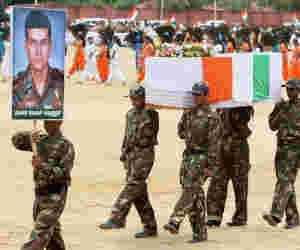 मुंबर्इ हमला : मेजर संदीप उन्नीकृष्णन जिन्होंने देश के लिए जान ही नहीं धन आैर मन भी दे दिया
