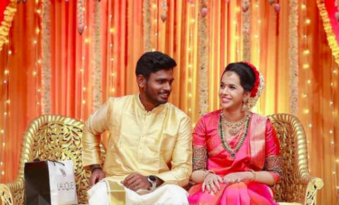 संजू सैमसन ने 5 साल तक दुनिया से छुपाए रखा था अपना प्यार,इतनी खूबसूरत हैं इनकी बीवी