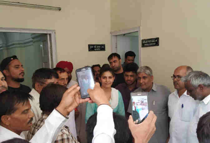 सोनिया गांधी आैर राहुल से मिलने पहुंची सपना चौधरी,  बतार्इ मुलाकात के पीछे की ये कहानी
