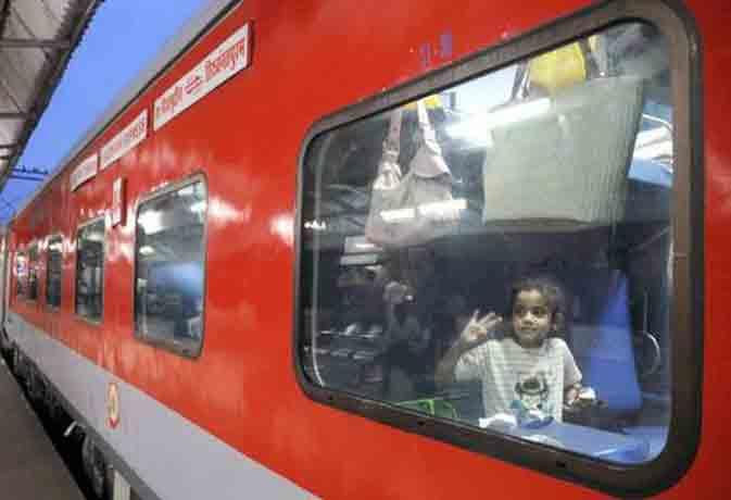 अब रेलवे दिखाएगा ट्रेन में आपकी मनपसंद फिल्में और टीवी शो