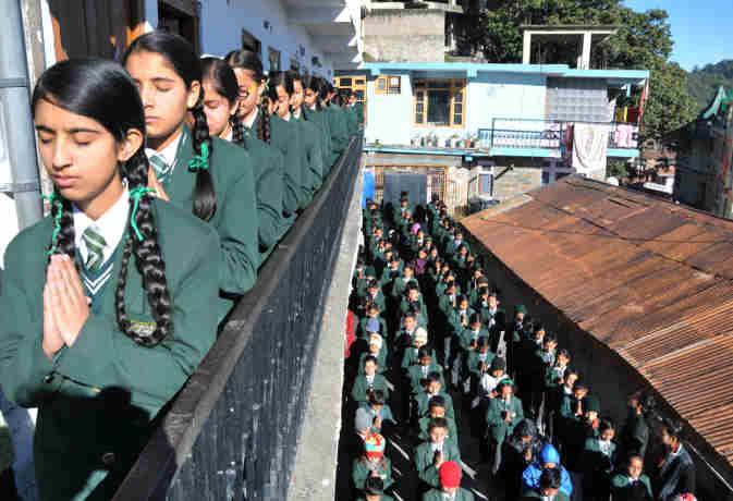 स्कूल असेंबली दोपहर में : छात्रों को धूप के नजदीक लाएं, विटामिन डी की कमी दूर भगाएं