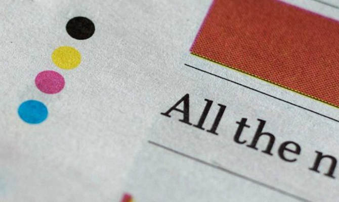 अखबार के पन्ने पर छपे 4 कलरफुल डॉट्स का मतलब जानते हैं? बड़ा आसान है...