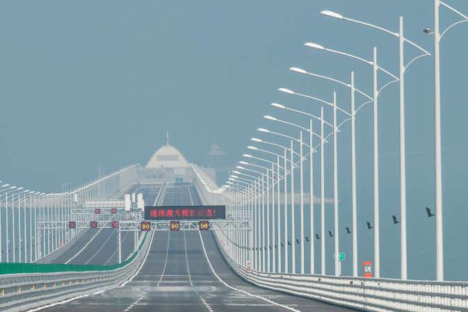 Image result for चीन और हांगकांग के बीच बना सबसे बड़ा सी ब्रिज